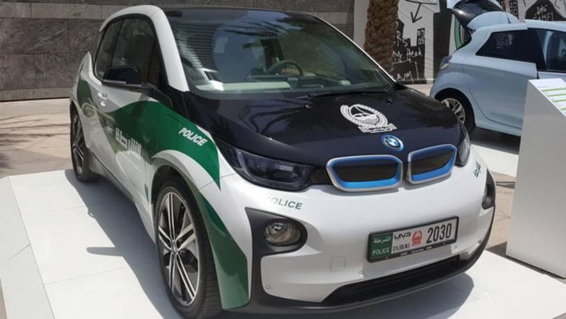Дубайская полиция пересаживается на электрокары BMW i3