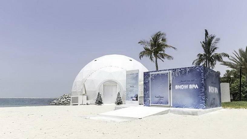 На пляже Дубая появились снежные спа